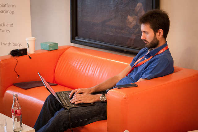 SmashingConf attendee on the Smashing couch